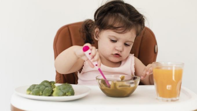 Jangan Coba-coba Berikan Makanan Ini Pada Bayi Berusia Kurang dari 1 Tahun Ibu