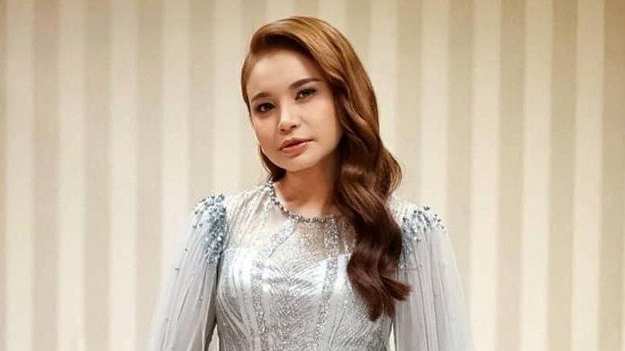 Lengkap dengan Video Klip Lirik Lagu Hati yang Kau Sakiti versi Korea – Rossa